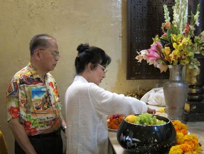 Mahabodhi-offeringflowersnfruits